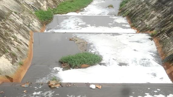 Nước thải kênh Ba Bò vẫn còn nhiều chỉ tiêu vượt tiêu chuẩn