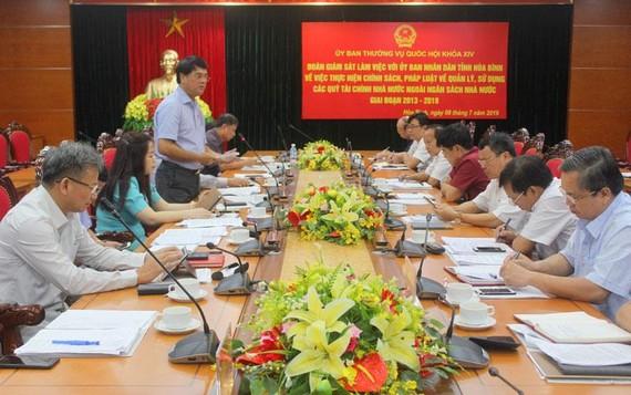 Đồng chí Nguyễn Hữu Quang phát biểu kết luận tại buổi làm việc. Ảnh: Báo Hòa Bình