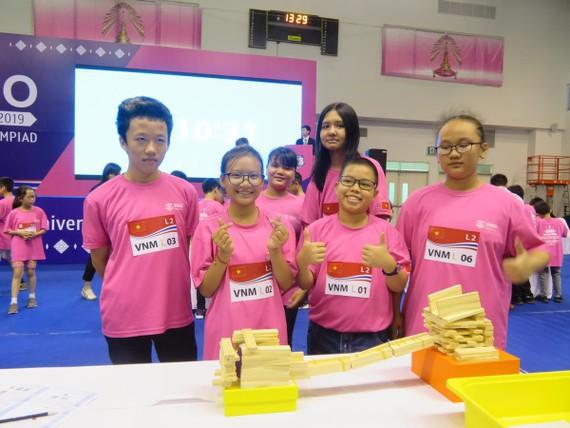 Đoàn học sinh Việt Nam thiết kế vật phẩm sáng tạo