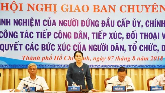 Đồng chí Võ Thị Dung, Phó Bí thư Thành ủy phát biểu tại hội nghị