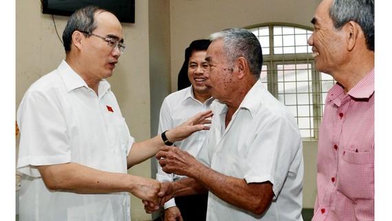 Bí thư Thành ủy TPHCM Nguyễn Thiện Nhân tiếp xúc cử tri huyện Củ Chi. Ảnh: VIỆT DŨNG