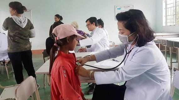 BS Bệnh viện Chợ Rẫy khám bệnh tại xã Ya Hội