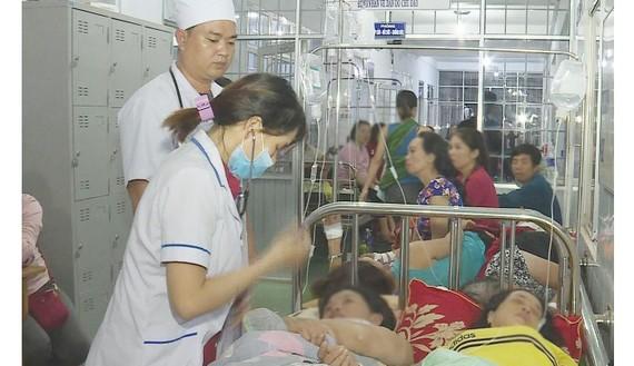 Nhiều người phải nhập viện sau khi ăn cưới tại Đắk Lắk