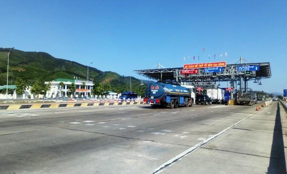 """""""Chây ì"""" khắc phục đường hư hỏng, trạm BOT Bắc Bình Định bị dừng thu phí"""