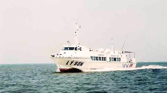 Tàu cao tốc chở đề thi THPT quốc gia ra đảo Lý Sơn.
