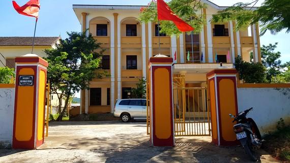 Ban quản lý rừng phòng hộ Tuyên Hóa, nơi có một phó giám đốc bị cách chức, 1 phó giám đốc bị cảnh cáo cùng loạt nhân viên dưới quyền bị kỷ luật liên đới.