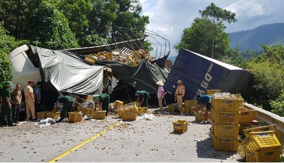 Vụ tai nạn làm quốc lộ 12A qua xã Dân Hóa bị tắc