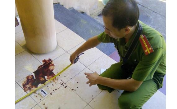 Công an khám hiện trường tại Hạt kiểm lâm Tuyên Hóa