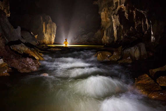 Cuộc lặn tìm đáy đoạn hang thông giữa hang Thung và Sơn Đoòng thất bại nhưng lại phát hiện một Sơn Đoòng khác sâu hơn mực nước biển ở Phong Nha - Kẻ Bàng