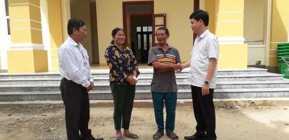 Ông Lê Công Hữu, Bí thư Huyện ủy Tuyên Hóa, cảm ơn người dân đã cứu lãnh đạo huyện bị lật thuyền hôm 5-9