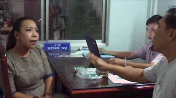 Phạm Lê Hoàng Uyển lúc mới bị bắt quả tang tống tiền doanh nghiệp