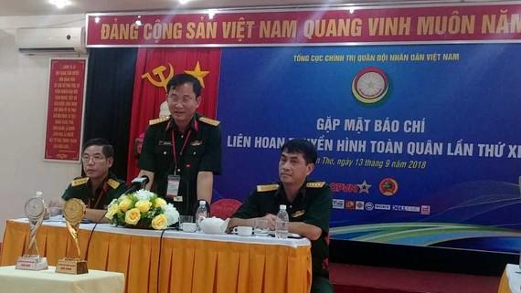 Đại tá Nguyễn Kim Tôn phát biểu tại buổi gặp gỡ báo chí. Ảnh: HIỀN TRANG