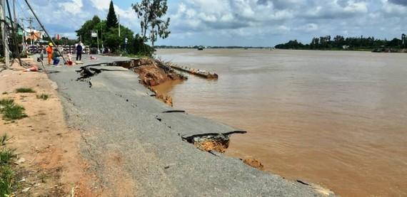 """Một đoạn Quốc lộ 91 ở An Giang tiếp tục sạt lở, gần như bị """"nuốt chửng"""""""