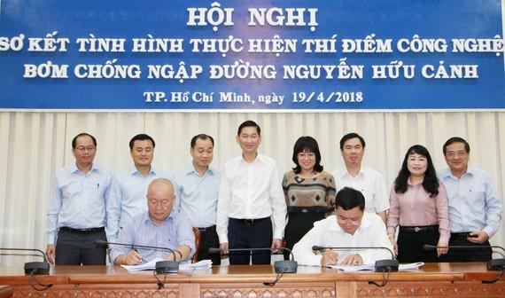 Lễ ký kết hợp đồng thuê dịch vụ máy bơm chống ngập đường Nguyễn Hữu Cảnh