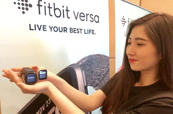 Fitbit Versa được bán tại Việt Nam giá 5,49 triệu đồng