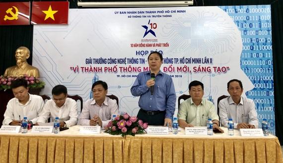 Ông Dương Anh Đức, Giám đốc Sở TT-TT TPHCM chủ trì họp báo