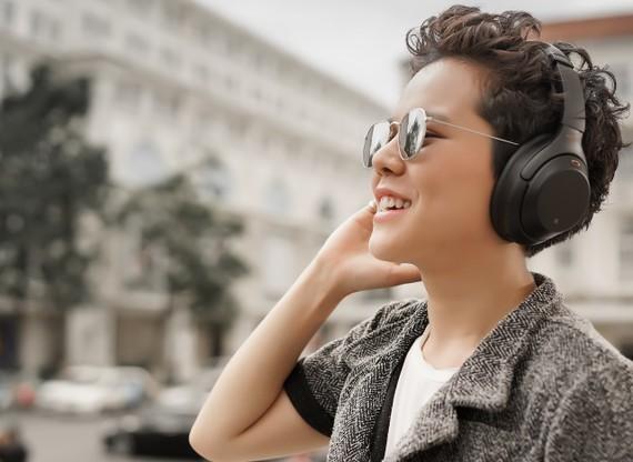 Tiên Tiên là gương mặt đại diện cho dòng tai nghe Sony 1000X 2018