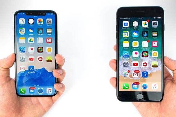 iPhone X cũ cùng được đặt lên bàn cân với iPhone 7 Plus mới