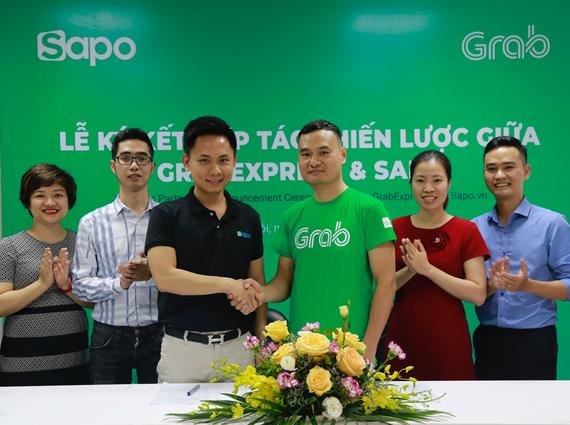 Lãnh đạo Sapo và GrabExpress tại lễ ký kết nhằm giúp các chủ shop bán hàng dễ dàng hơn