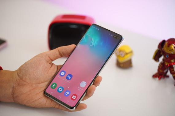 Người mua có thể chớp ngay cơ hội tiết kiệm đến 4,7 triệu khi mua Galaxy S10, S10 Plus tại Di Động Việt