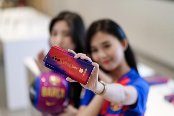 Oppo Reno Zoom 10x phiên bản đặc biệt Barcelona tại Việt Nam