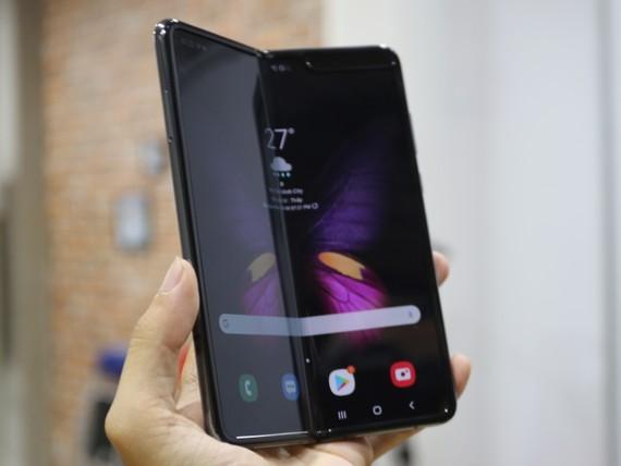 Galaxy Fold phiên bản thương mại đầu tiên tại Viêt Nam