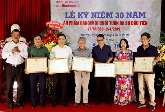 Kỷ niệm 30 năm ngày ấn phẩm Hà Nội mới cuối tuần ra số đầu tiên