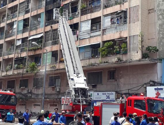 消防車趕到及時把火撲滅,沒有蔓延。