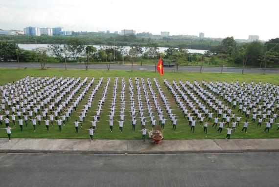 Sinh viên, học viên các trường Đại học, Học viện trong giờ học tập tại Trung tâm Giáo dục Quốc phòng an ninh