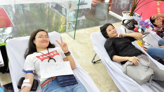 Đoàn viên thanh niên PVFCCo  tham gia hiến máu nhân đạo