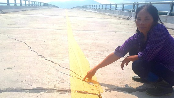 Dự án đường di dân vùng lũ xã Kỳ Thọ đưa vào sử dụng chưa được bao lâu đã nứt nẻ