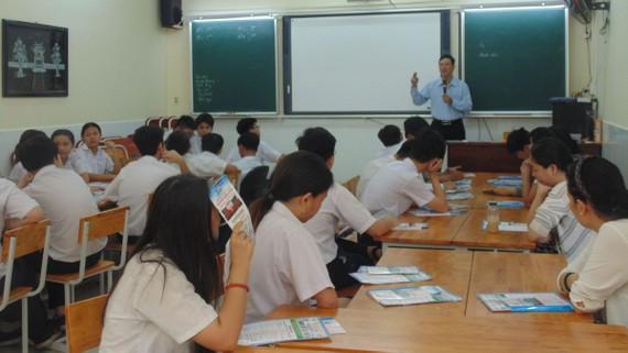 Học sinh lớp 9/6 Trường THCS Minh Đức tại buổi tư vấn hướng nghiệp có sự tham gia của phụ huynh. Ảnh: MINH QUÂN