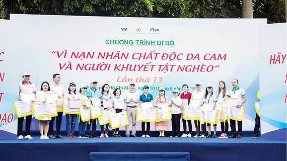 Hòa Bình tham gia đi bộ vì nạn nhân chất độc da cam