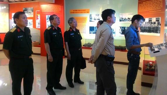 Visitors visit the exhibition. (photo: Sggp)