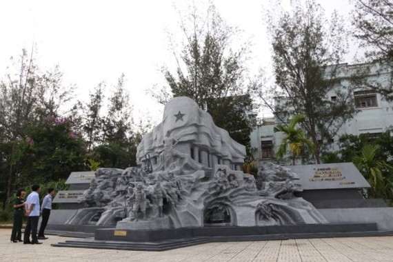 "The sculpture, ""The legendary Truong Son"" by artist Dinh Gia Thang (Photo: Sggp)"