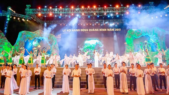 "The special art performance themed ""Kingdom of caves- Magnificent and Legendary"" in Quang Binh (Photo: Sggp)"
