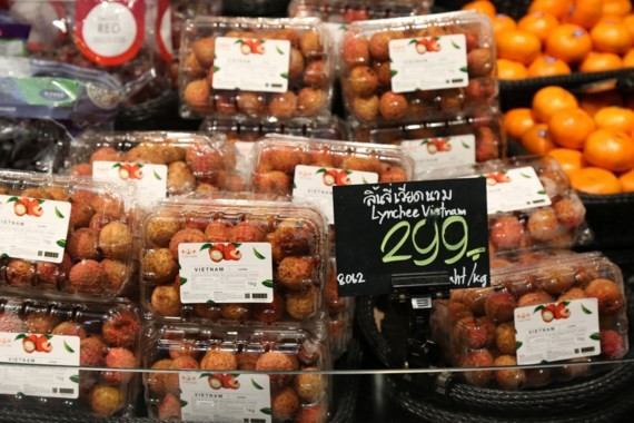 Luc Ngan lychee is present at Tops Supermarket, Thailand. (Photo: Sggp)