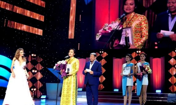 Director Hong Anh receives the Special Jury Prize at the Eurasia International Film Festival.