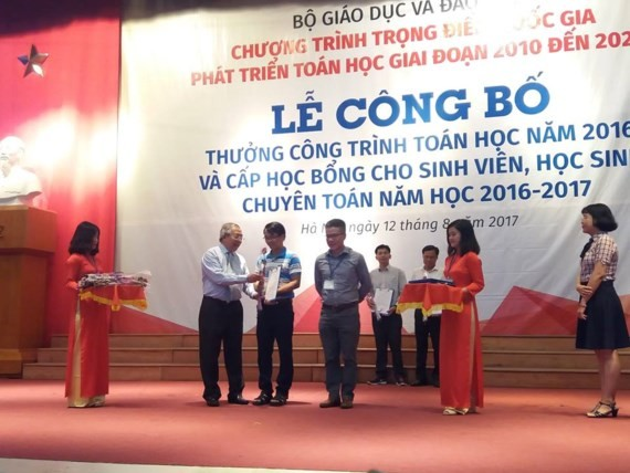 Award ceremony honoring 85 mathematics works is held in Hanoi