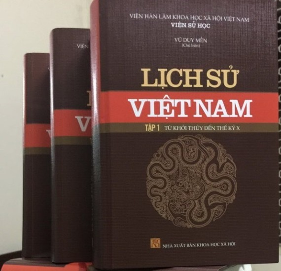The 15-episode collection Lich Su Viet Nam is now available at bookstores at the prize of nearly 5 million VND (222 USD) (Photo: daibieunhandan.vn)