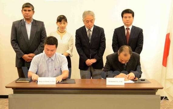 Vietnamese and Japanese enterprises ink cooperation deal. (Photo: VNA)