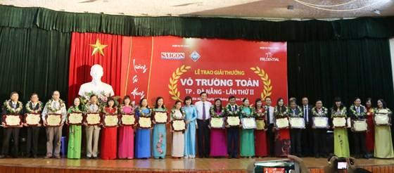 Vo Truong Toan Award honors 20 outstanding teachers in Da Nang. (Photo: Sggp)