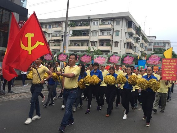 The charity walk is held by the People's Committee of Phu Nhuan District. (Photo: Sggp)