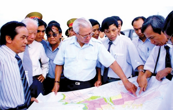 Late PM Vo Van Kiet inspected the construction project of Dung Quat Economic Zone and Van Tuong new urban area in July, 1995.
