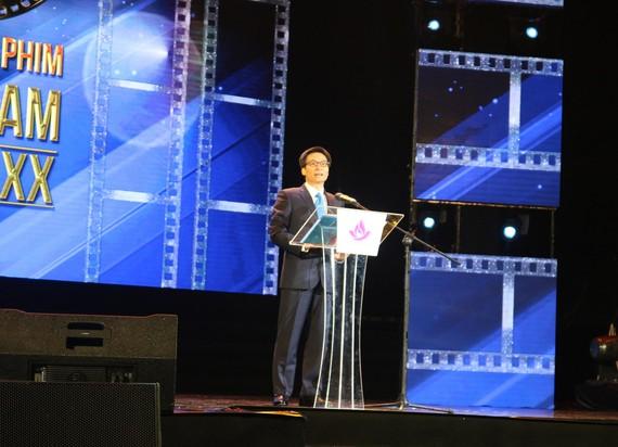 Deputy Prime Minister Vu Duc Dam speaks at the opening cermeony of the 20th Vietnam Film Festival opens in Da Nang. (Photo: Sggp)
