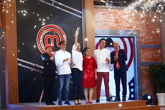 Singer Kiwi Ngo Mai Trang been crowned the first episode of the Celebrity MasterChef 2017.