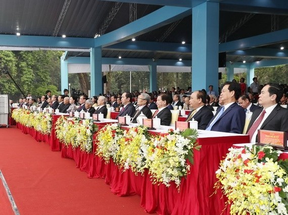 Incumbent and former leaders, and other delegates at the ceremony to mark the 50th anniversary of the General Offensive in the spring of 1968. (Source: VNA)