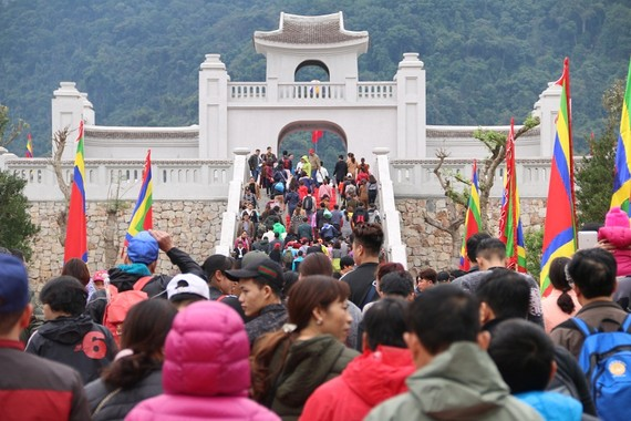 Tens of thousands of pilgrims come to Yen Tu in Quang Ninh province. (Photo: Vietnamnet)