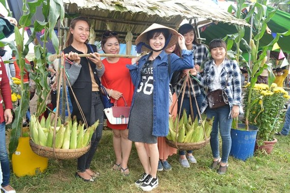 Visitors attend Cam Nam Corn Festival.