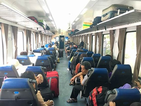 Hanoi Railway begins selling tickets for national holidays